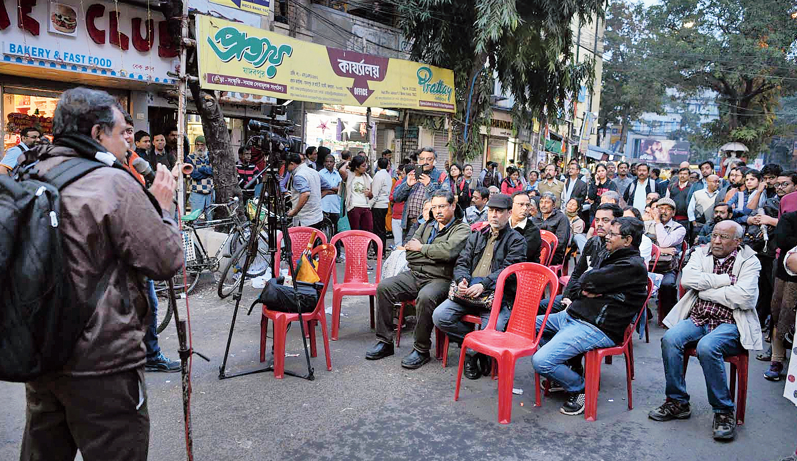 The meeting organised by teachers of Jadavpur University near the 8B bus stop on Thursday; (below) some of the teachers who were present at the protest.