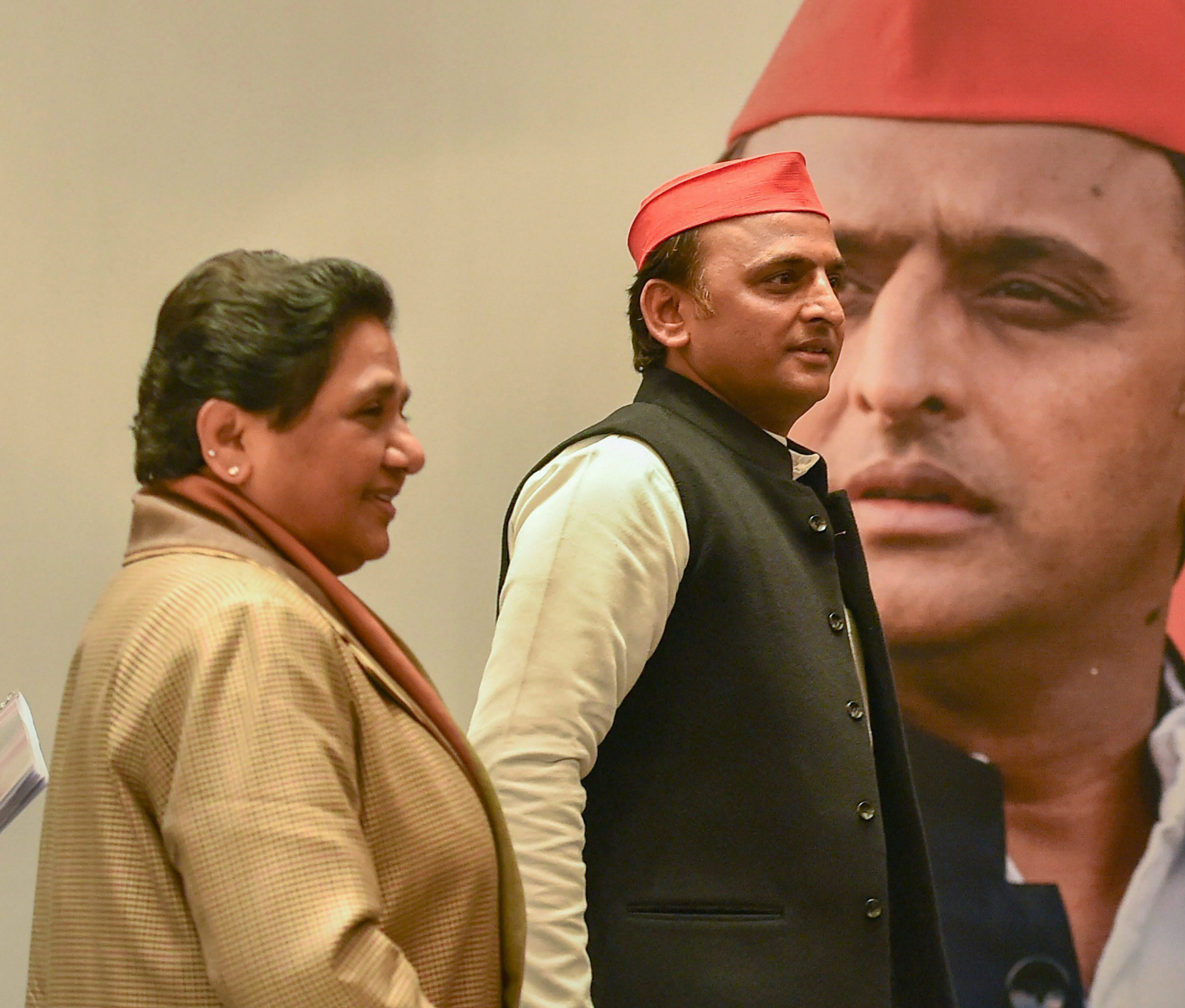 BSP chief Mayawati and Samajwadi Party president Akhilesh Yadav during a joint press conference in Lucknow on Saturday.