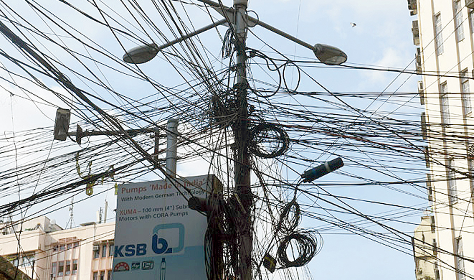 Calcutta mayor Firhad Hakim seems intent on making a fresh start: he has issued an ultimatum to cable operators and internet service providers to remove inoperative overhead cables within seven days