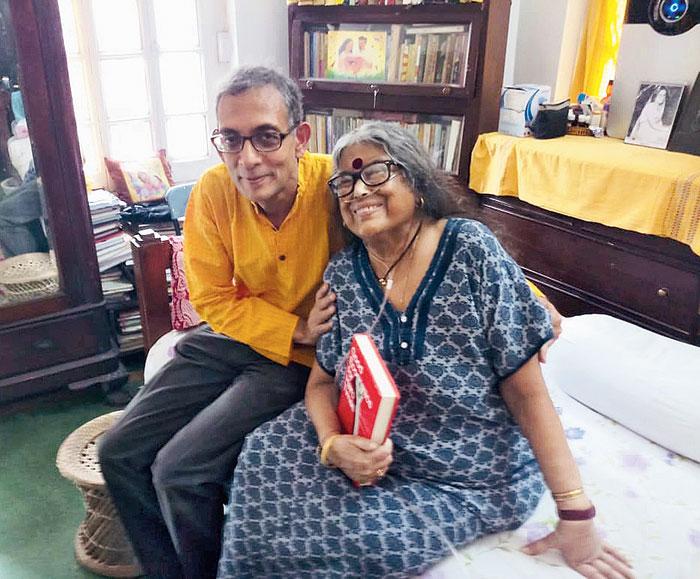 Abhijit Vinayak Banerjee with Nabaneeta Dev Sen at her Hindustan Park home on Wednesday