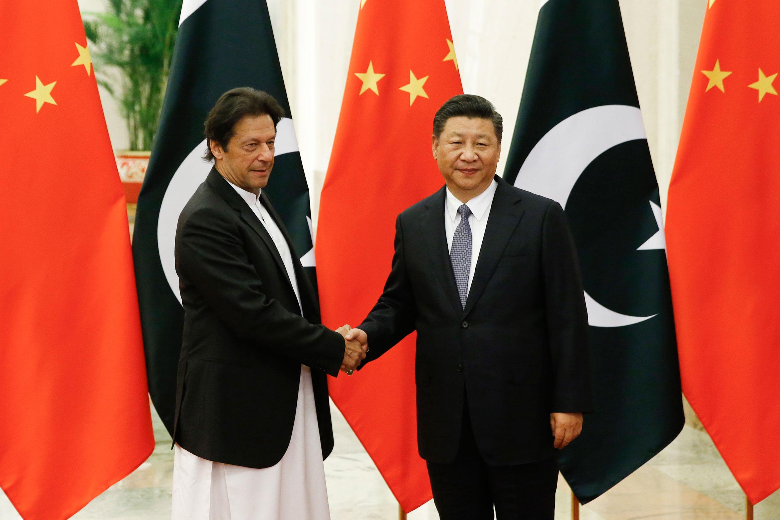 China's President Xi Jinping (right) meets Pakistan's Prime Minister Imran Khan.