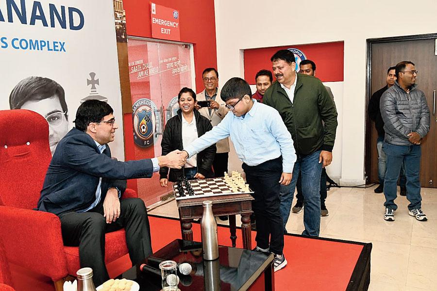 Viswanathan Anand congratulates Adhiraj Mitra after the symbolic match at JRD Tata Sports Complex in Bistupur, Jamshedpur, on Saturday.
