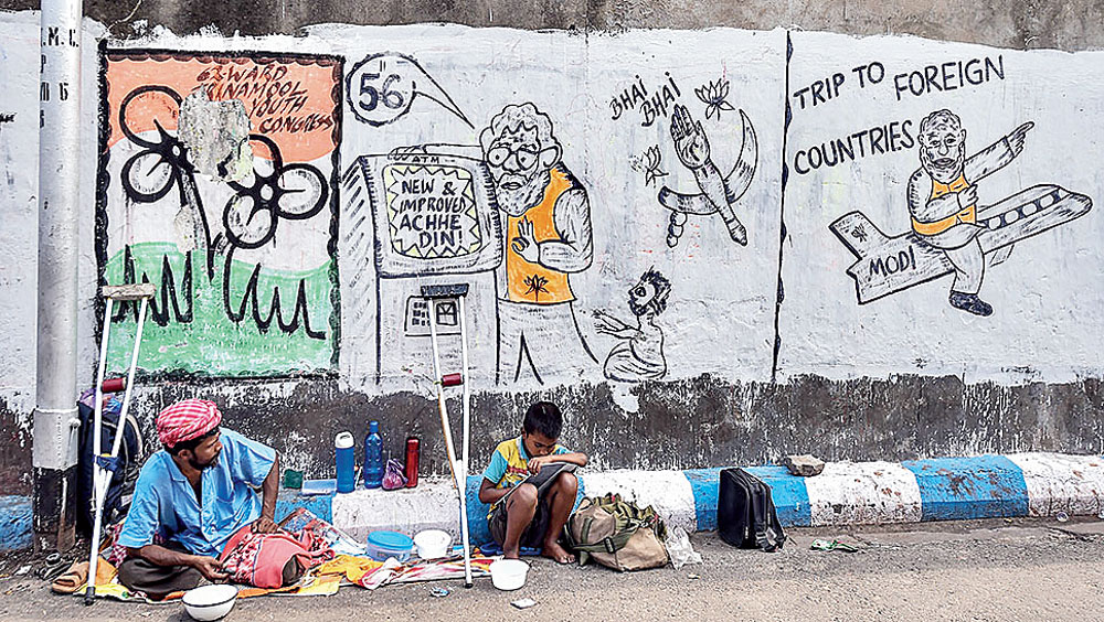 Instead of spending crores on advertisements, political parties should focus on graffiti to capture voters' attention