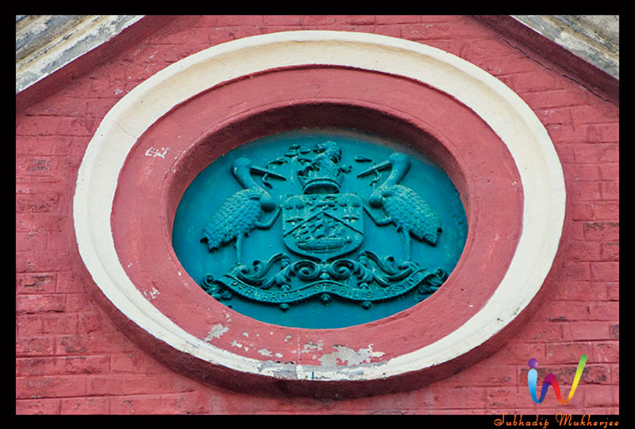 The old emblem of Calcutta Municipal Corporation that had two Greater Adjutants in it.