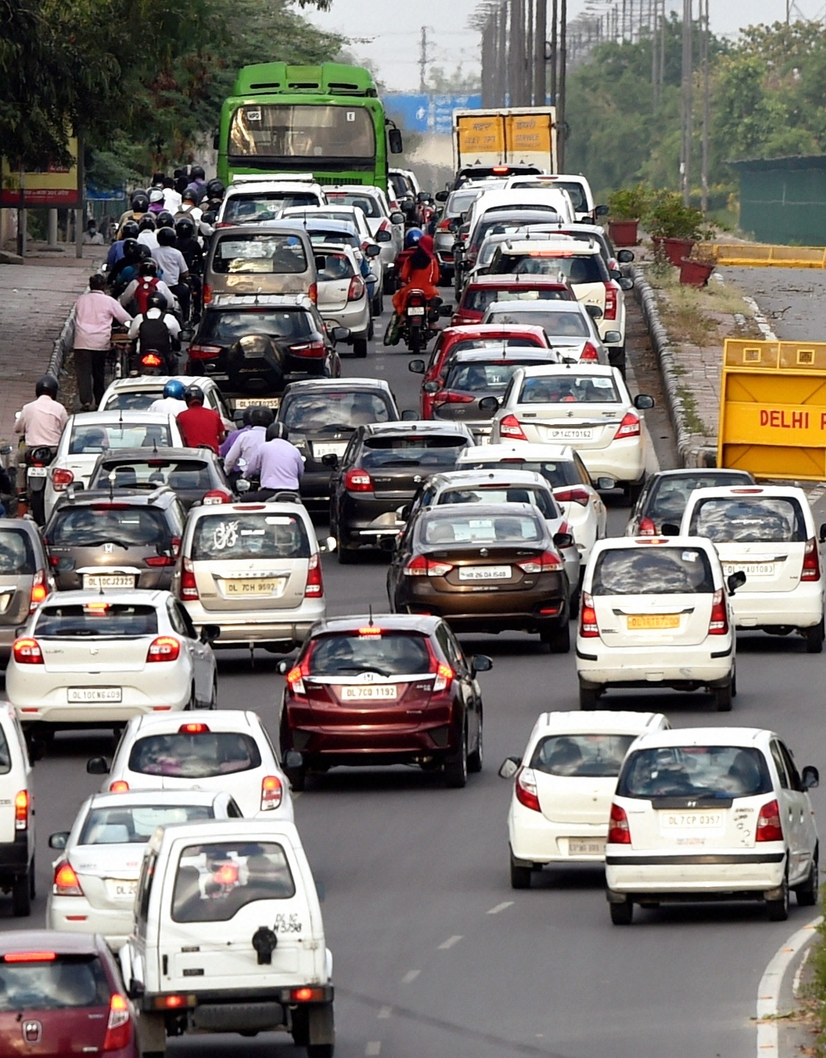 Vehicles queue up to cross a police barricade in New Delhi after the government eased the lockdown on Monday.