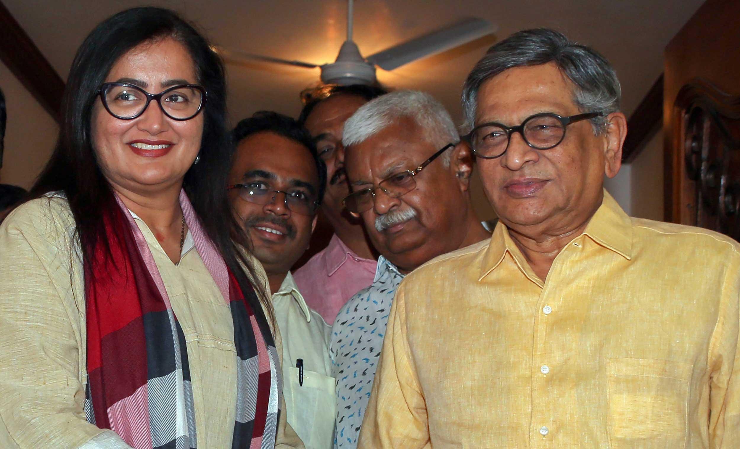 Sumalatha with BJP leader SM Krishna on Friday in Bangalore.