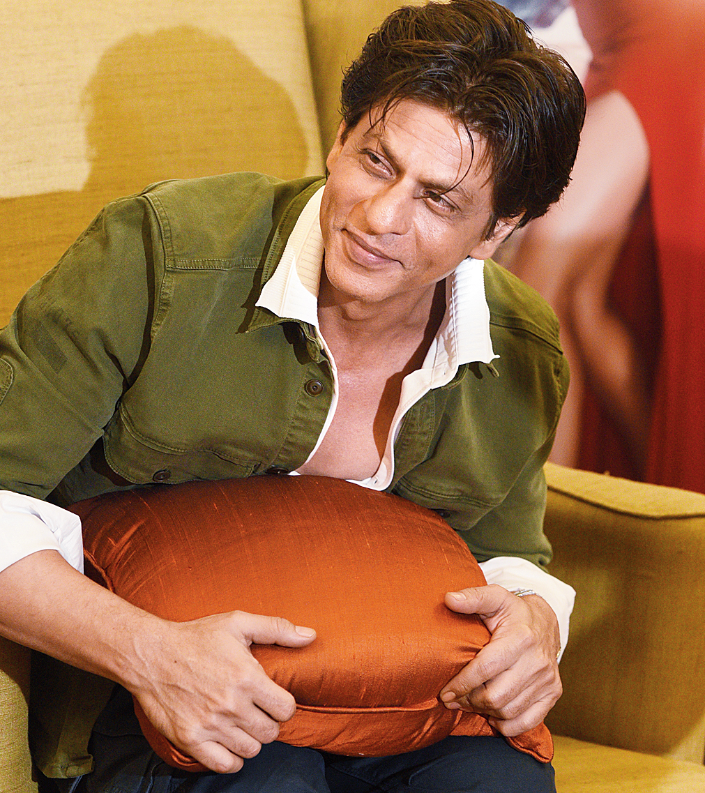 I feel that once you define a character, it becomes two-dimensional. What I want to tell everyone is, 'Can you find yourself in the character?' That will be my victory -- Shah Rukh Khan