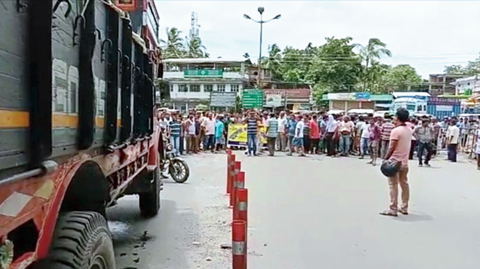 Traders hold the road blockade at Ghughumari on Wednesday