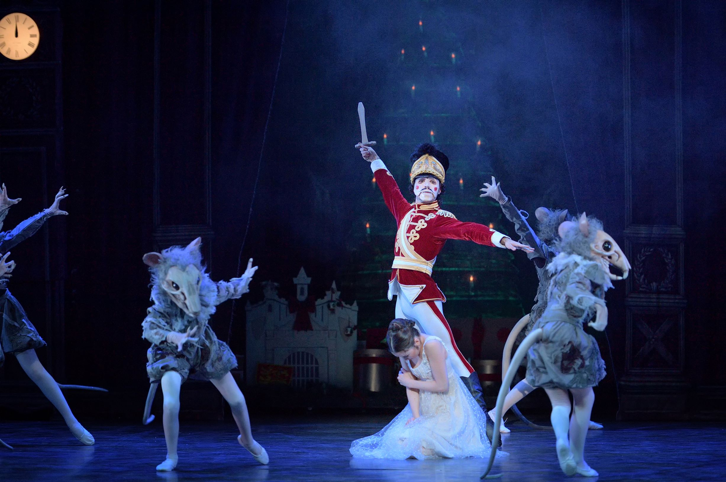Clara's enchanted Nutcracker doll comes to life and battles the Mouse King