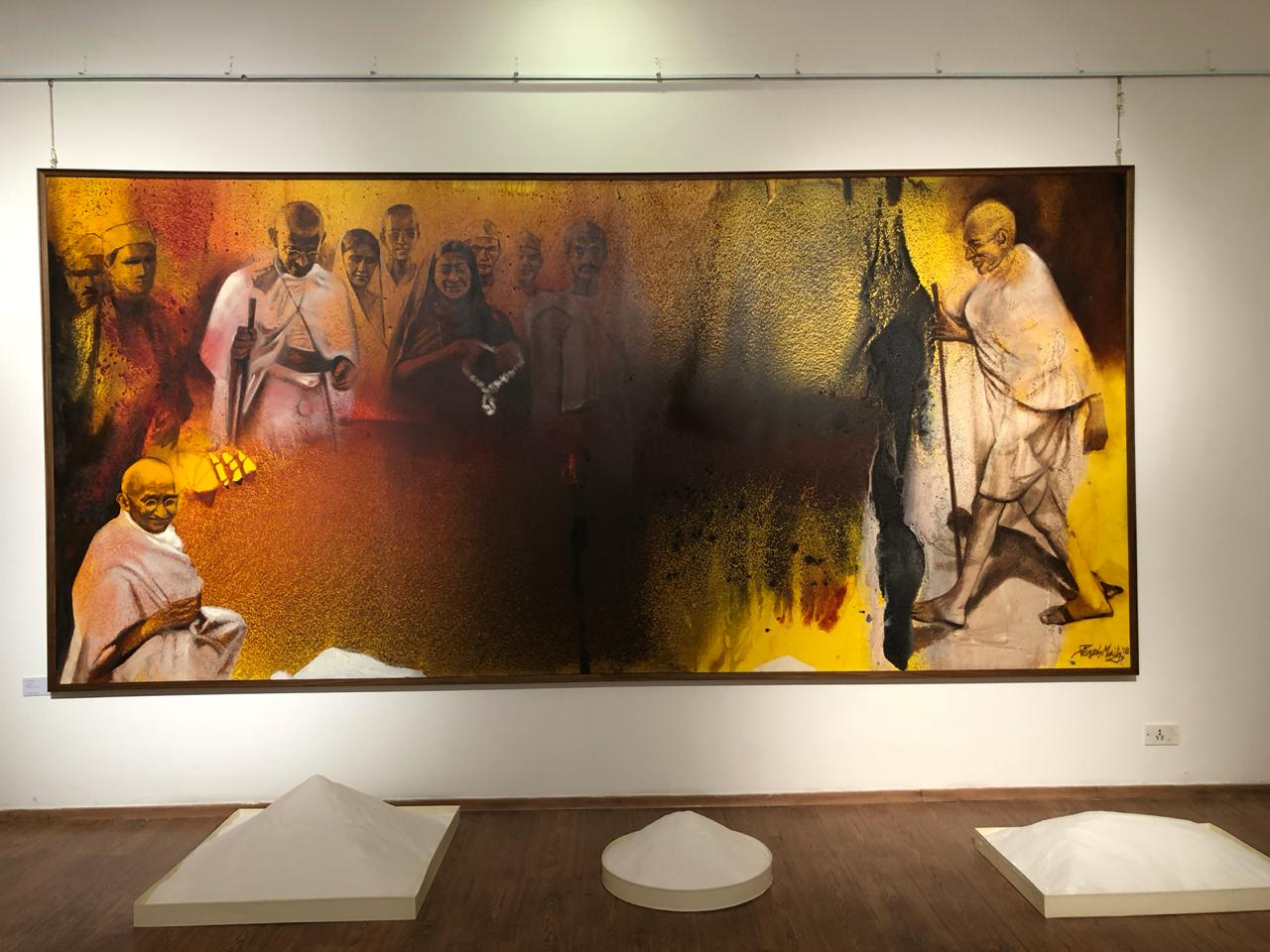 Paresh Maity, painter of longest work, pays tribute to tallest leader Gandhi