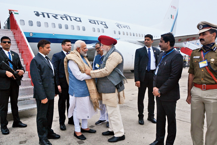 Ahluwalia greets Modi at Andal airport on Tuesday