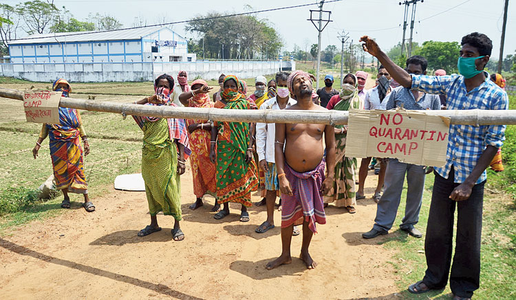 A barricade erected at Methul near Goghat on Sunday to prevent officials from setting up the quarantine centre.