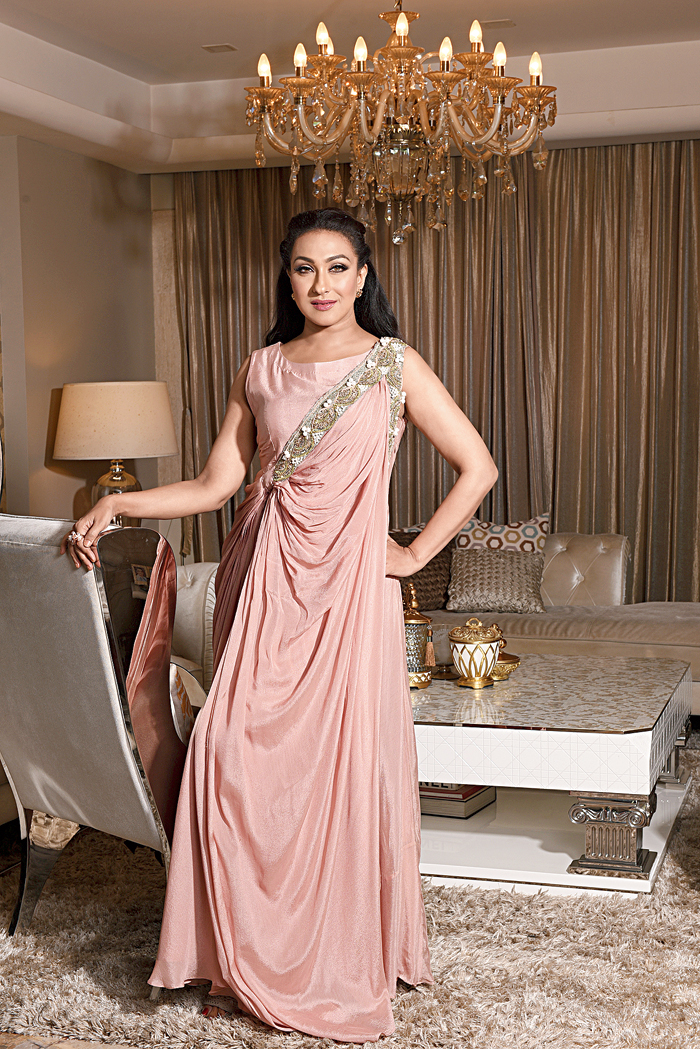 Ideal for eveningwear, this chinon gown with an ethnic touch in the form of an embellished drape, made the actress look dreamy and princess-like.