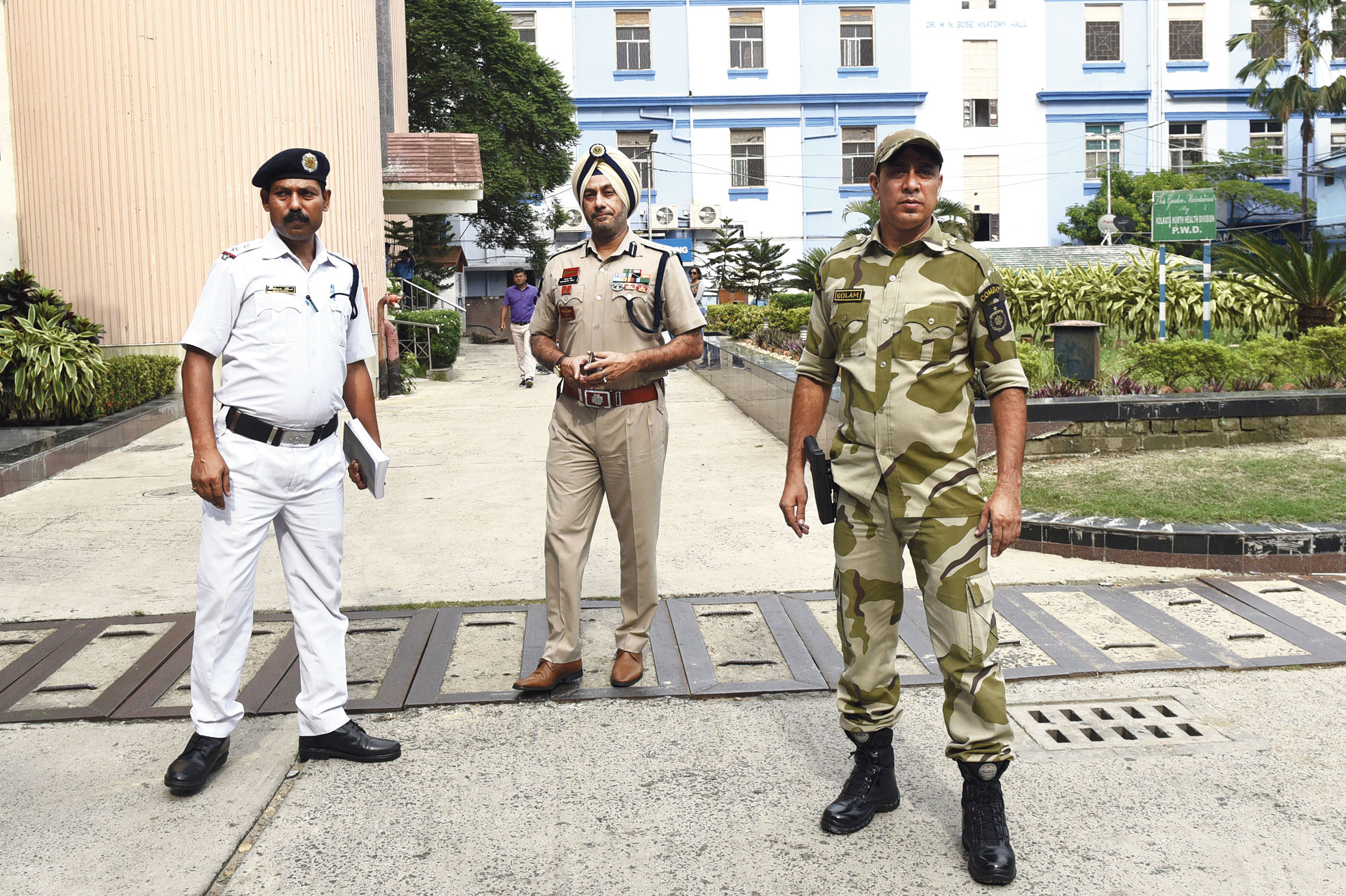 A police team led by (centre) Col Navendera Singh Paul, deputy commissioner, combat battalion, at RG Kar Medical College and Hospital on Thursday.