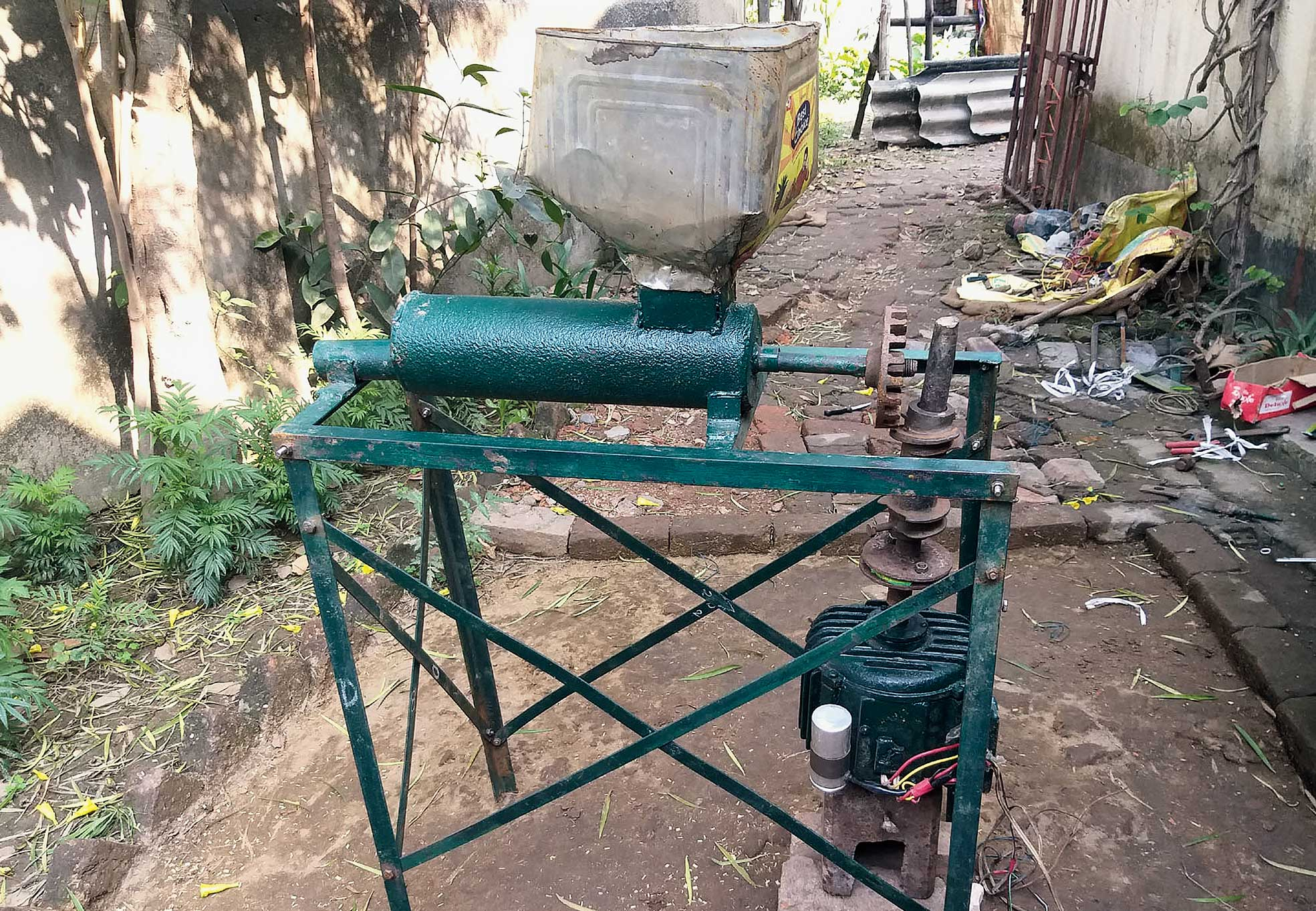 The machine developed by Yashwant Kumar.