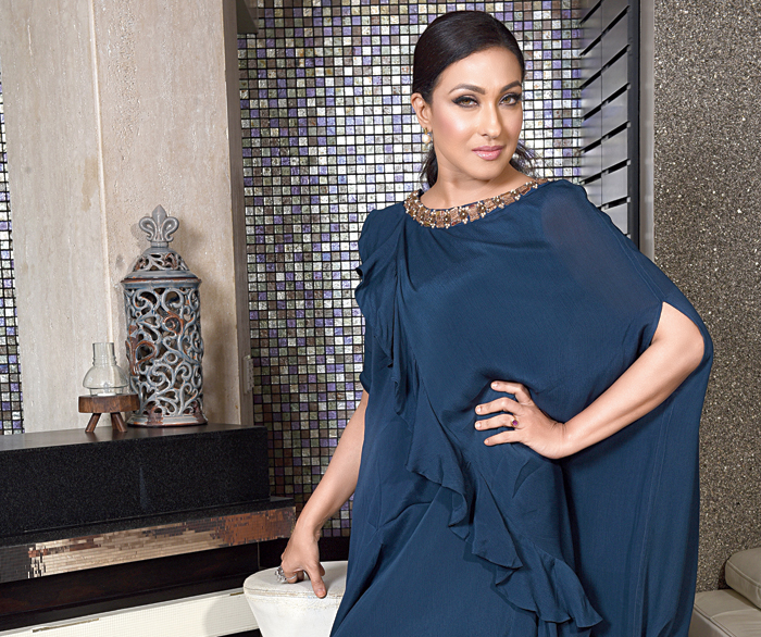 Smart and casual, the first look had Rituparna in this navy blue georgette midi dress from Levell 5. Side-parted ponytail and pearl-drop earrings completed the look.
