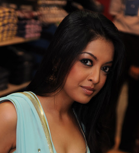 #MeToo: Nana Patekar fans target Tanushree Dutta after police close harassment case