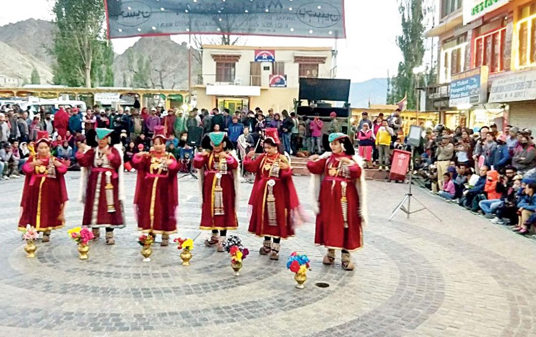 An impromptu Ladakhi dance performance at Leh Main Market
