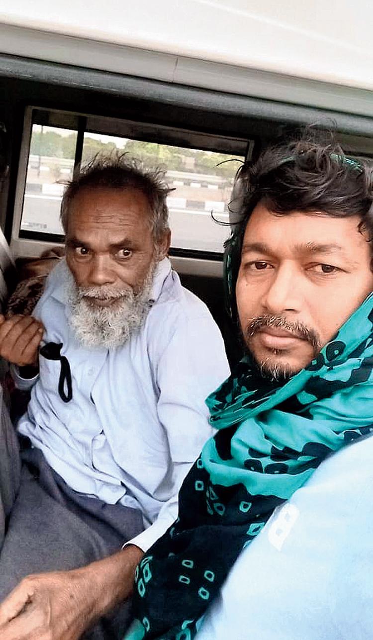 Panchayat member Fazle Karim Akhtar (right) with the migrant worker Mosharaf Hossain