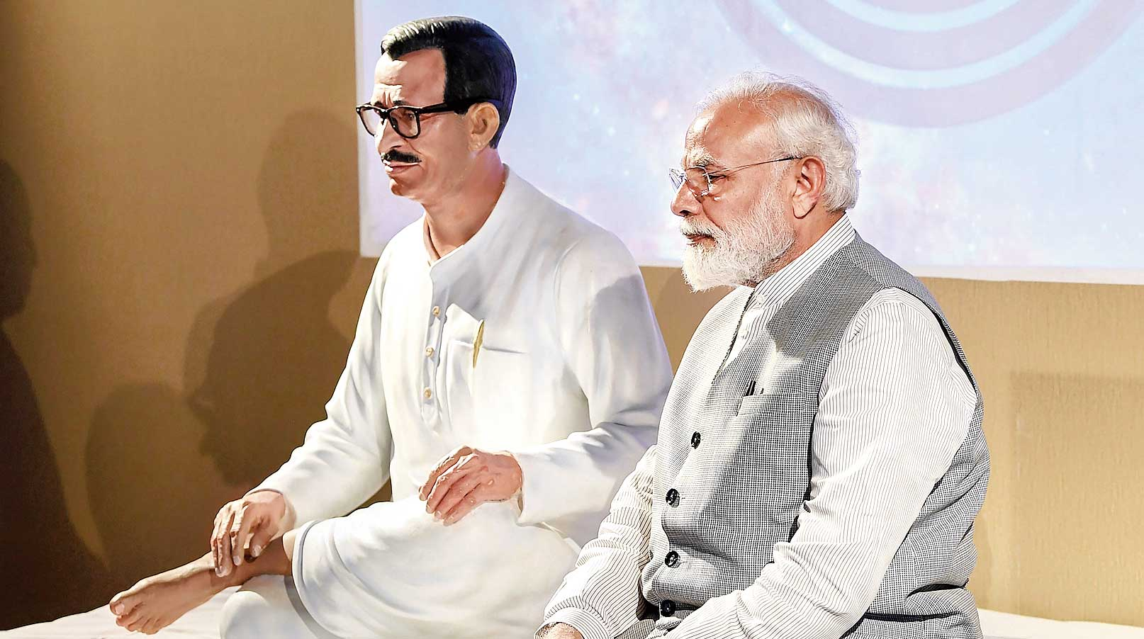 Narendra Modi beside the statue of Pandit Deendayal Upadhyaya in Greater Noida on Saturday. Modi inaugurated an archaeology institute named after the RSS leader.