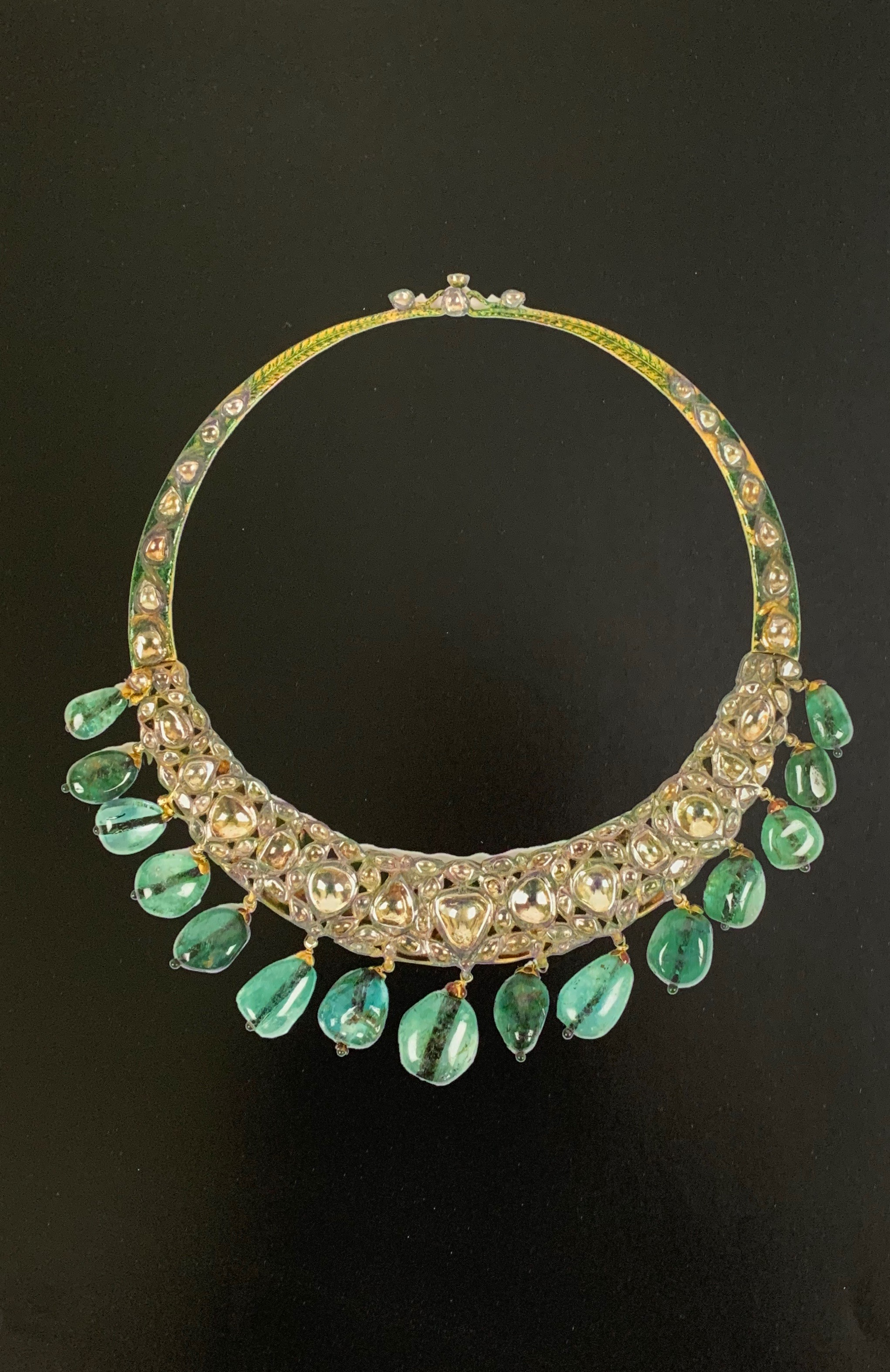 Hansli Parab Mai Aweeza Zamarrud -- Gold necklace set with diamonds and emerald drops