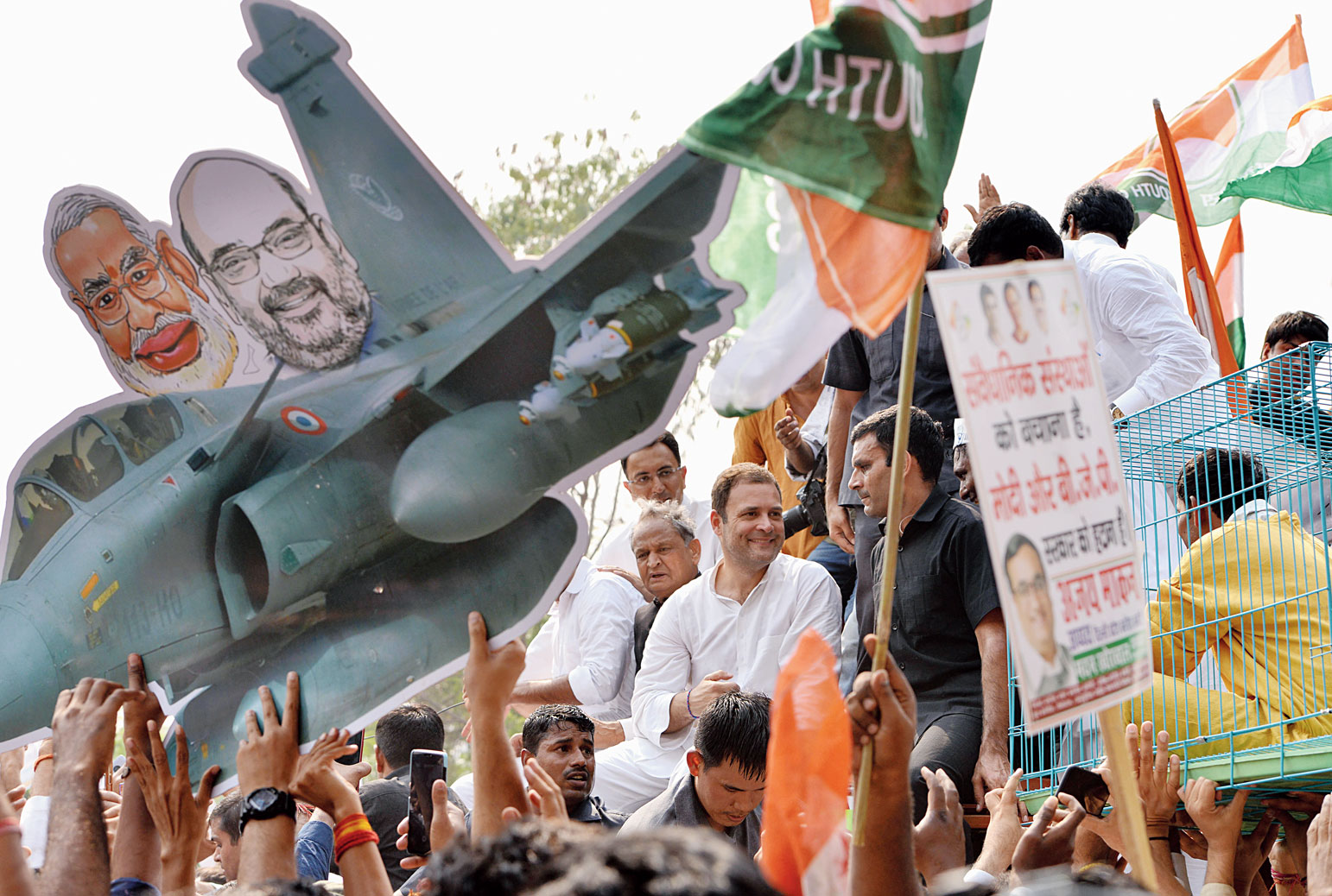 Rahul takes 'save-CBI' battle to streets