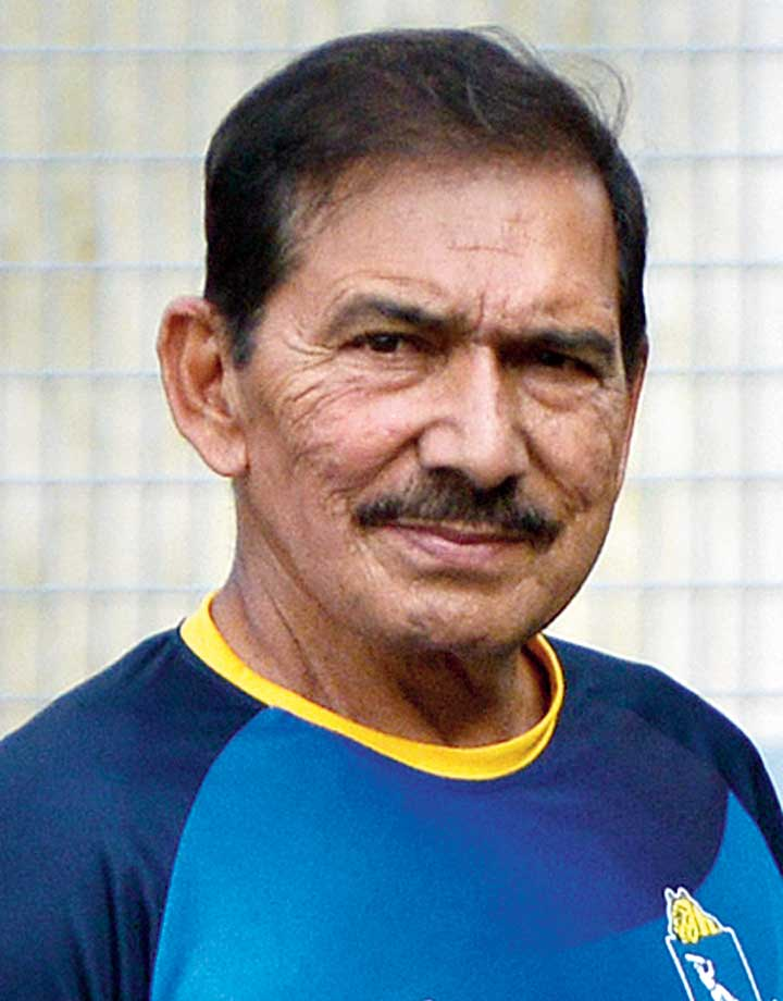 Bengal's coach Arun Lal has a tough task in hand ahead of Bengal's next Ranji Trophy match