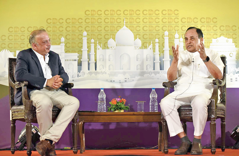 Subramanian Swamy speaks to (left) Kunal Sarkar at Calcutta Club