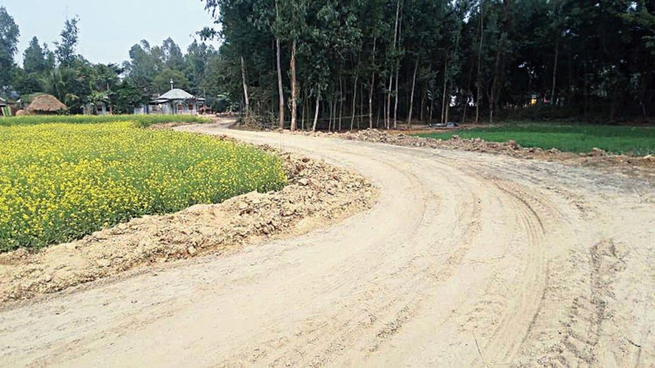 The under-construction road for which the panchayat allegedly sought to acquire the land of Smritikana Das forcibly