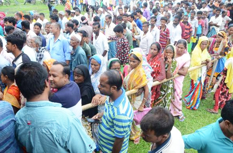 Residents queue to check thier names in the final draft of the NRC in Tengabasti, Assam.
