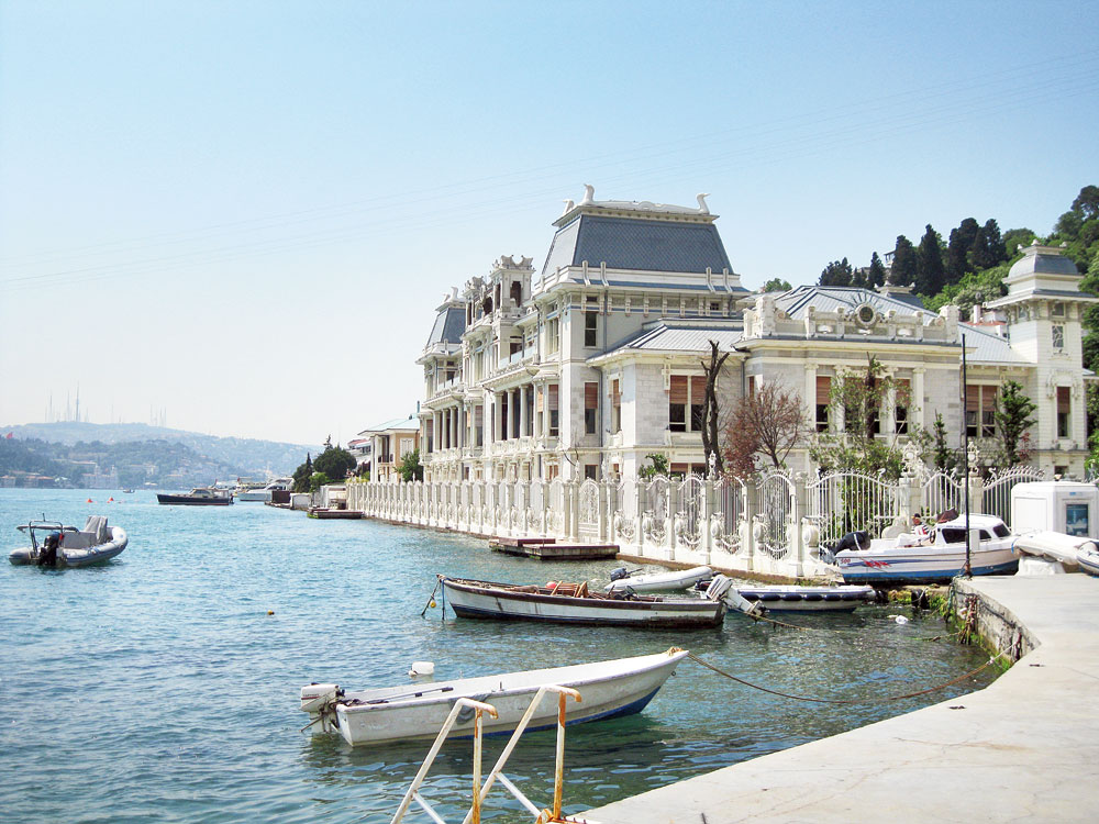 A palace from the past on the banks of the Bosphorus