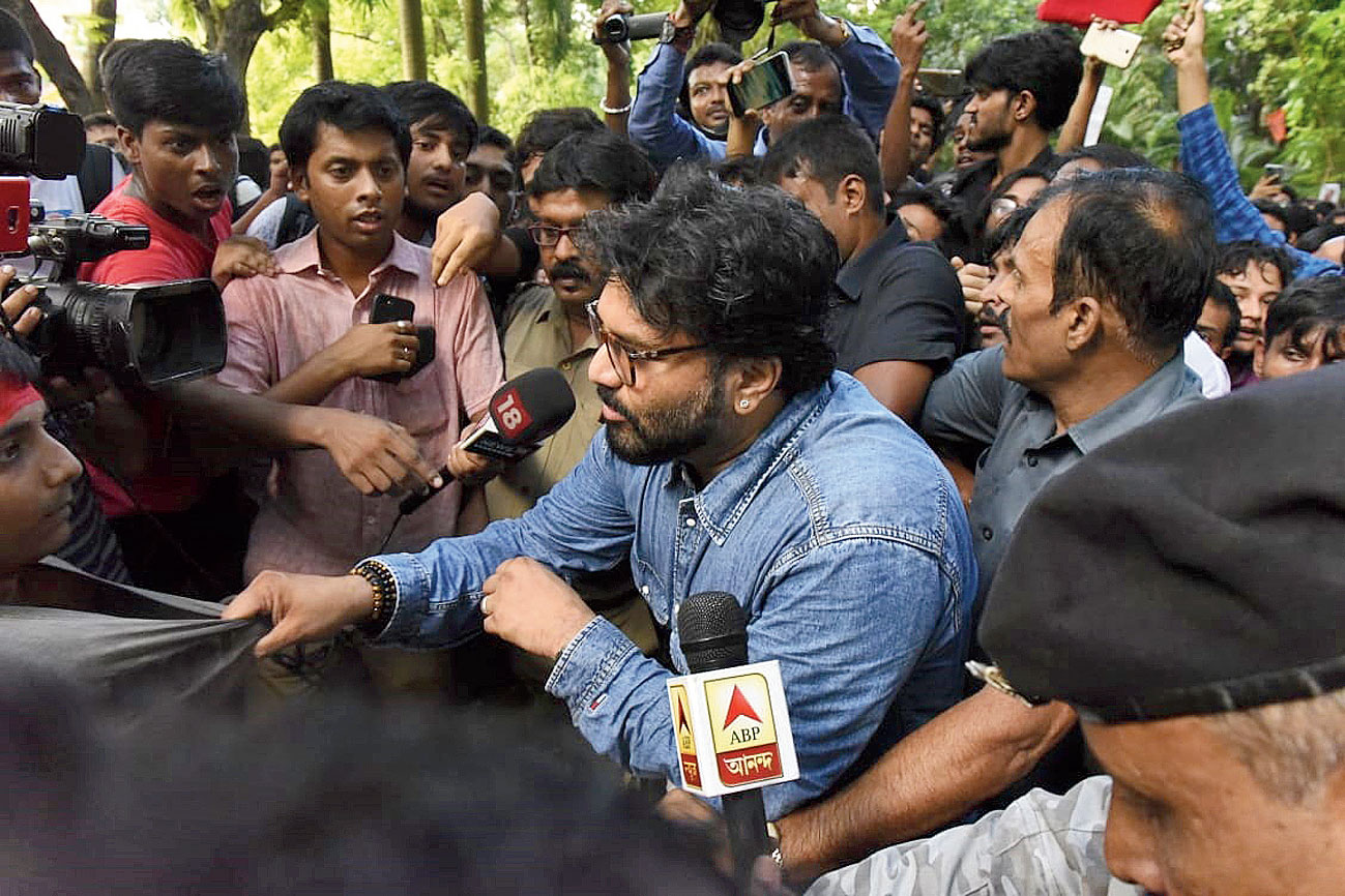 Union minister Babul Supriyo grabs a student by his shirt during the stand-off at Jadavpur University on Thursday.
