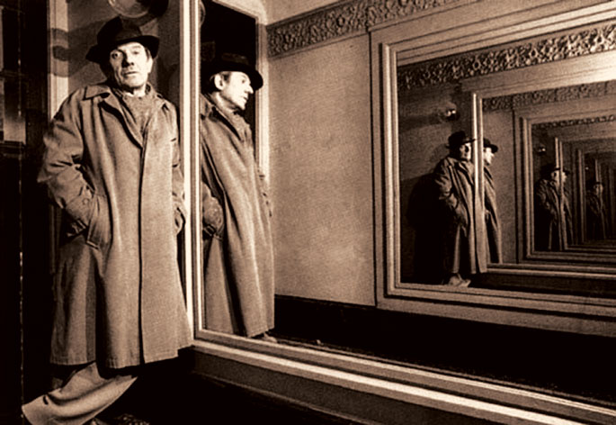 Gilles Deleuze with the mirrors ad infinitum (1968)