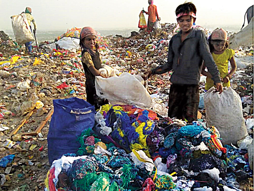 Children sorting garbage at the dump