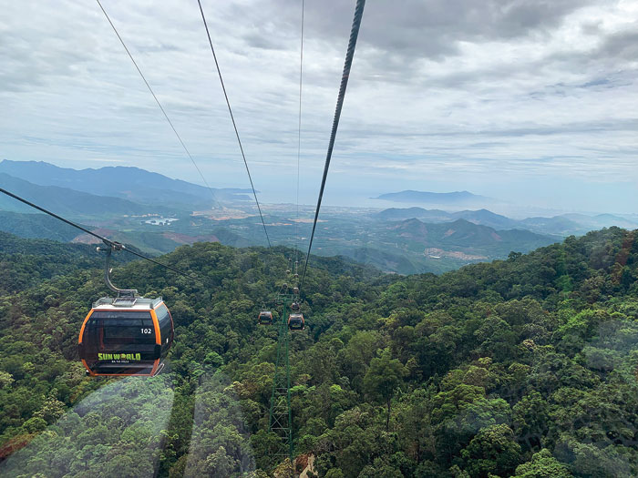 The cable car ride up to the top of the hill is a 20-minute-long one that covers 25km and goes up to 15,000ft above the ground