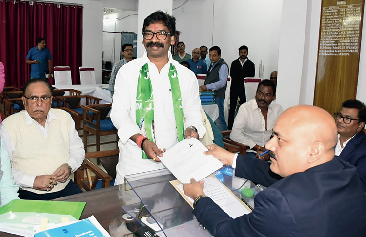 JMM executive president Hemant Soren, the chief ministerial candidate, files his nomination papers in Dumka on Friday. On Saturday, Prime Minister Narendra Modi urged people to vote in large numbers. For the first phase of voting to 13 seats on Saturday, 62.8 per cent votes were cast till 3pm