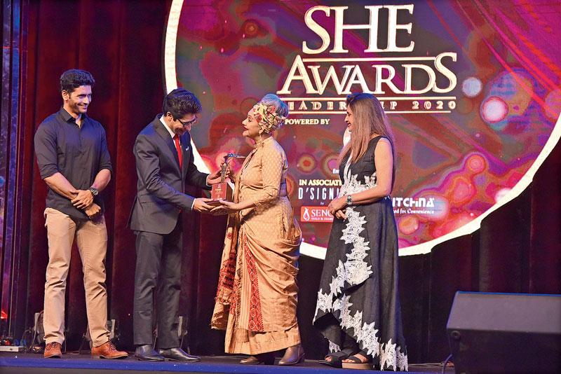 Alokananda Roy receives her award from Arjun Chakrabarty, Gaurav Chakrabarty and Minu Budhia.