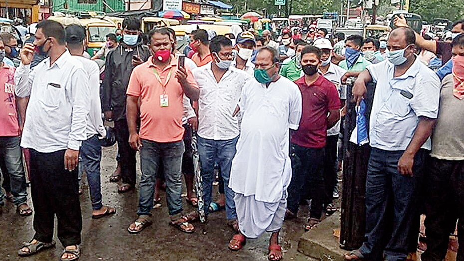 Protesters at Ghojadanga. The Bengal government's decision to allow trade at other land ports, including Petrapole and Mahadipur, had angered stakeholders in Ghojadanga as the survival of about 2,000 families and exporters is at stake.