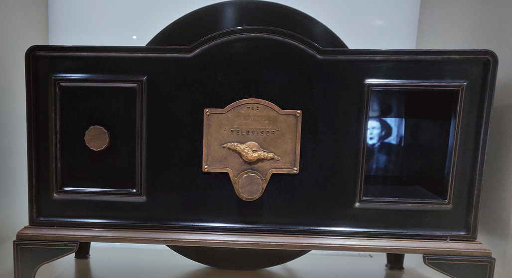Considered the first mass-produced television, the Televisor (1930) was developed by John Logie Baird of Scotland. It was a mechanical TV that presented moving images by rotating a circle plate with a hole