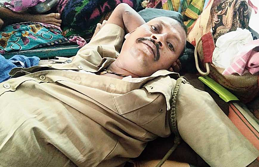One of the GRP personnel in a Malda hospital after the clash