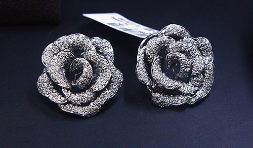 Oberoi's first design was in full-cut and rose-cut diamonds