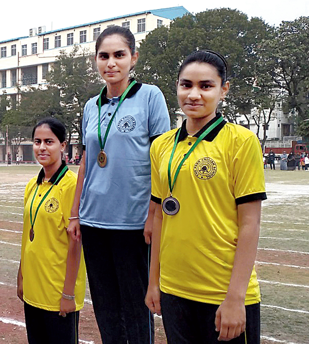 Shakina Khatoon (extreme right) of Class IX who gave one of her silver medals to Kritika at the end of the day