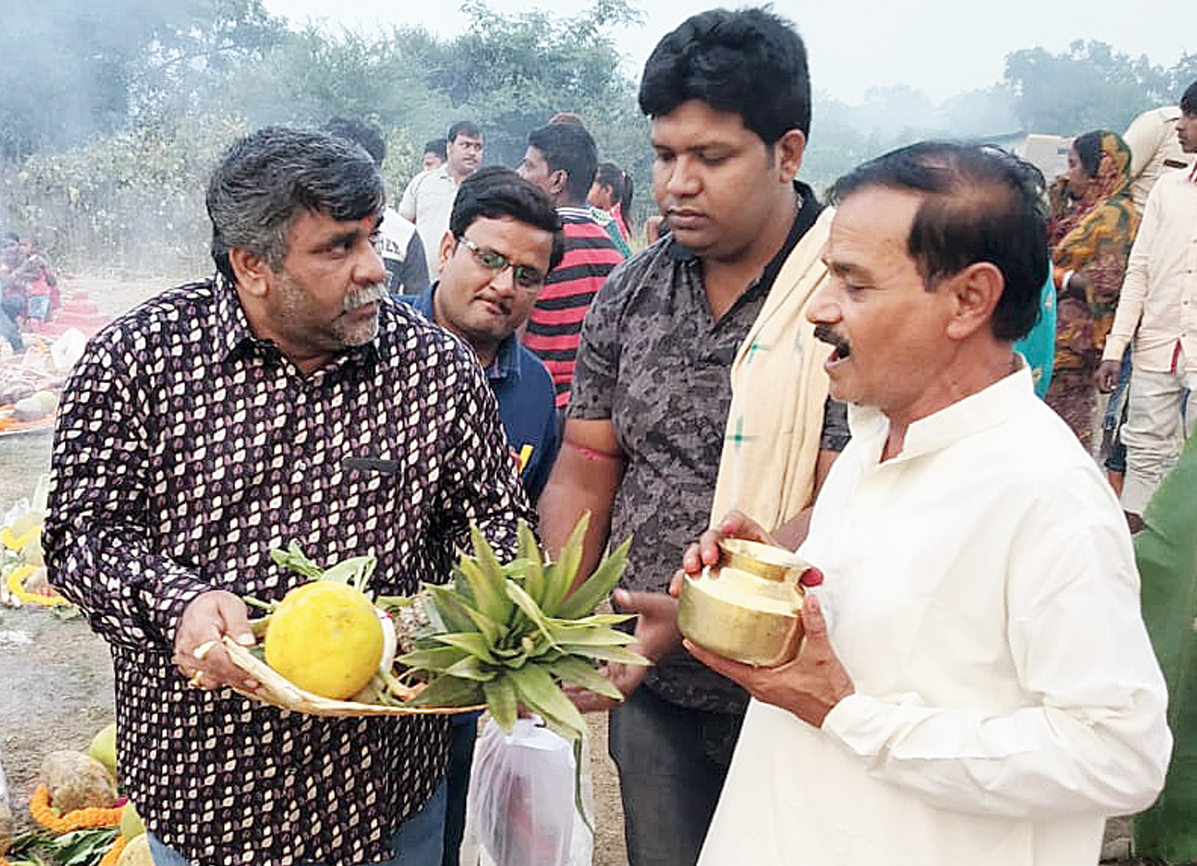 Asansol mayor Jitendra Kumar Tiwari (left) participates in Chhath Puja on Tuesday.