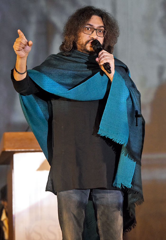 The loudest cheer was reserved for Fossils frontman Rupam Islam, who spoke on Bapu's contribution to the freedom movement. The crowd got into the act as he started singing Muktiro mondiro shopano tole, Koto praan holo bolidaan, Lekha achhey asru joley.