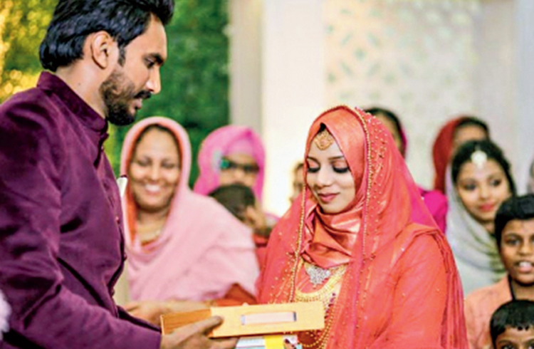 Ajna Nazim from Kollam receives the books she demanded as 'mehr' from her husband Ijas Hakkim