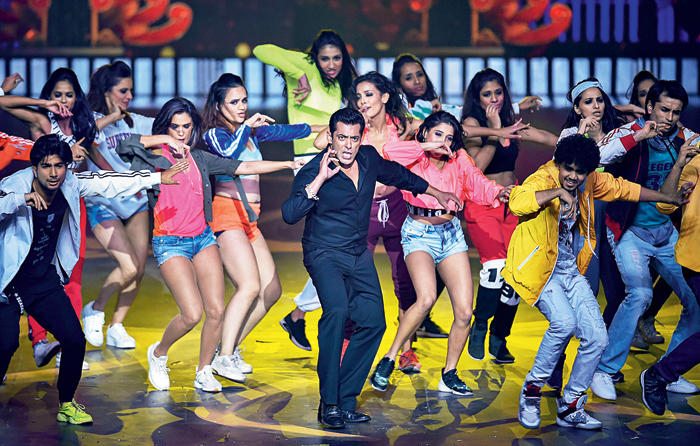 Salman Khan brought the curtains down with a fun performance, which even saw him crawling down the steps of the stage