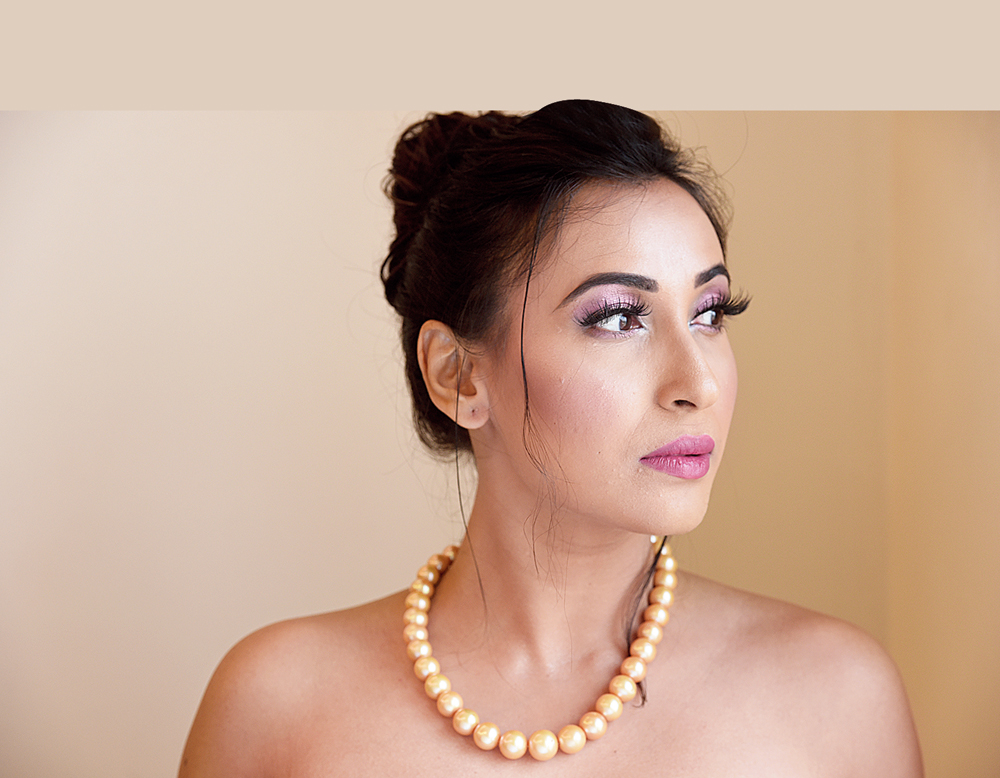 This single string of radiant and round South Sea yellow pearls is a statement piece that is simple yet has the potential of turning any look gorgeous, from a sari to a gown to an off-shoulder top.