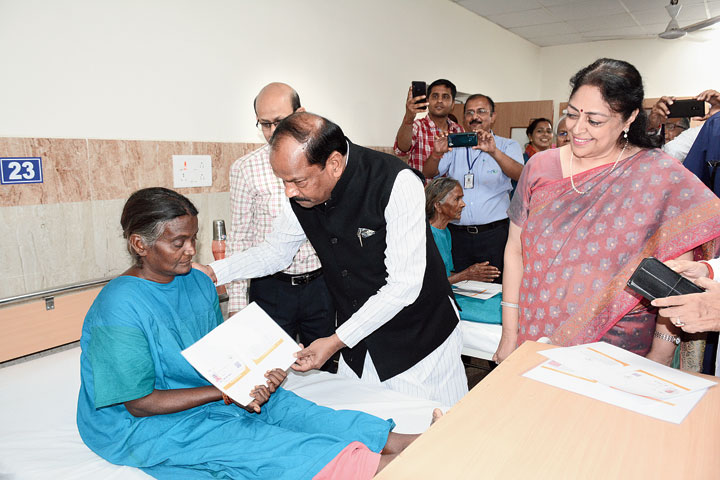 CM Das meets a beneficiary of Ayushman Bharat in Jamshedpur Eye Hospital on Saturday