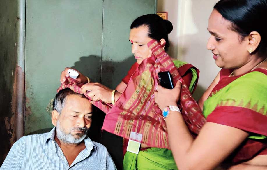 A transgender blesses a taxpayer after collecting taxes on behalf of Bhubaneswar Municipal Corporation.