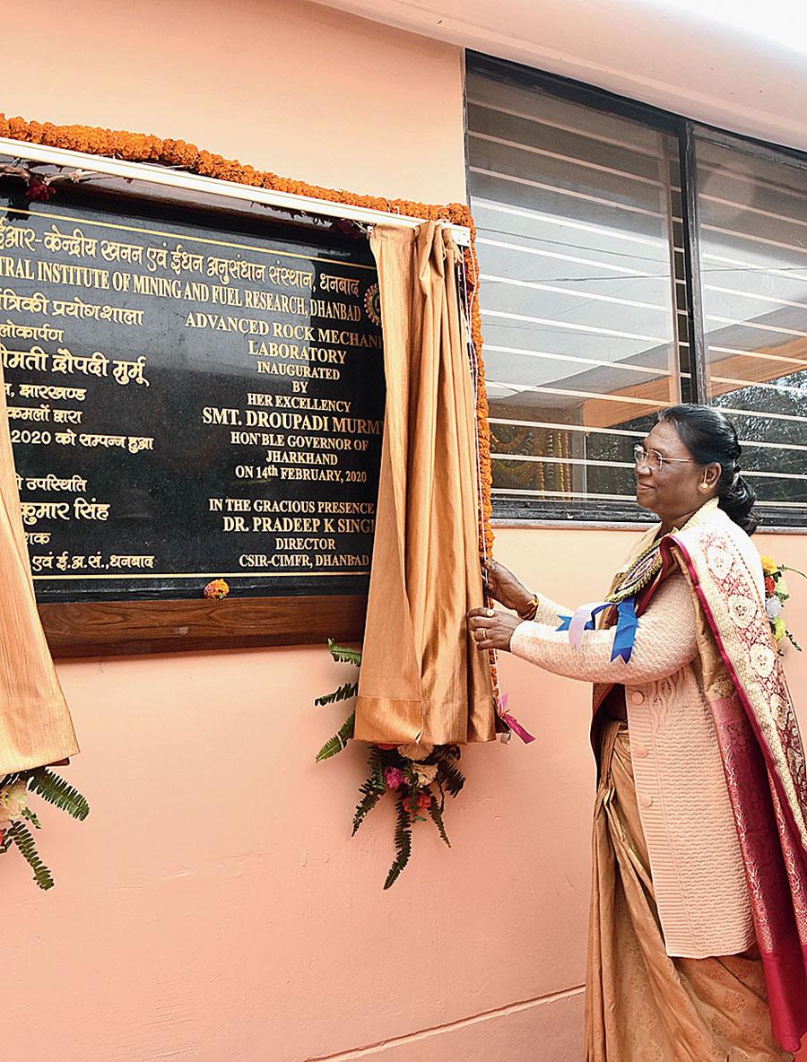 Governor Murmu inaugurates the Advanced Rock Mechanics Laboratory at CSIR-CIMFR in Dhanbad, on Friday.